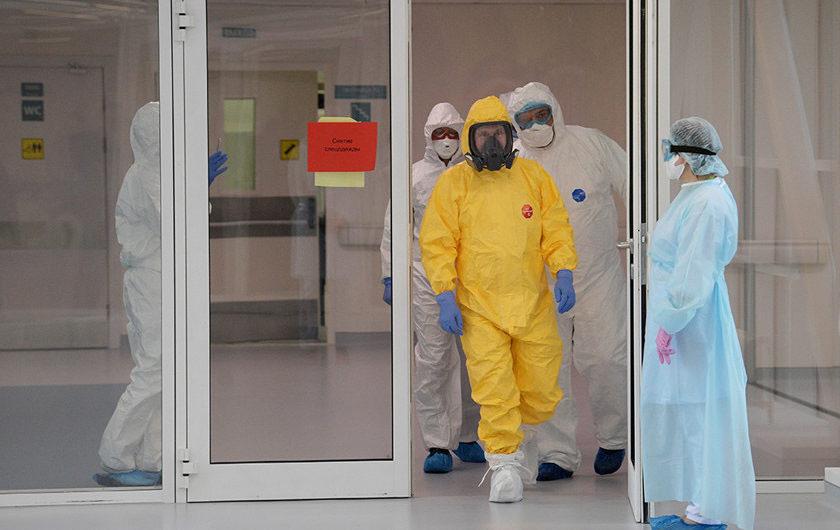 Путин в костюме hazmat, посетил больницу