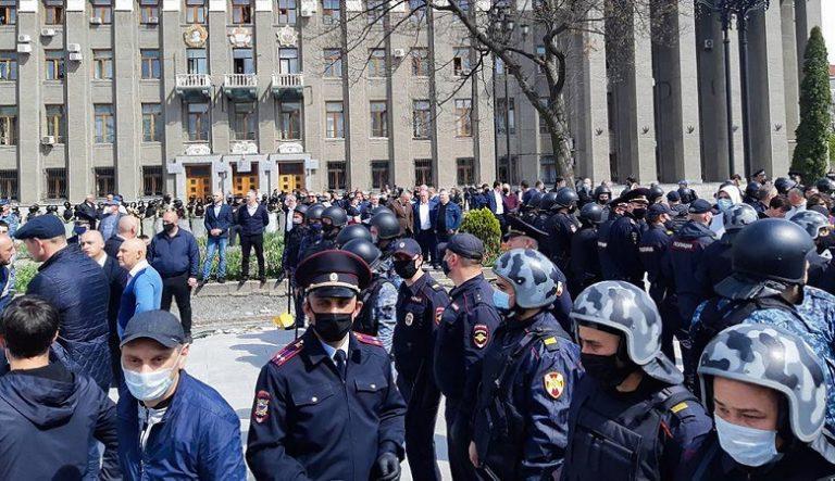 В Северной Осетии, требуют отмены правил самоизоляции