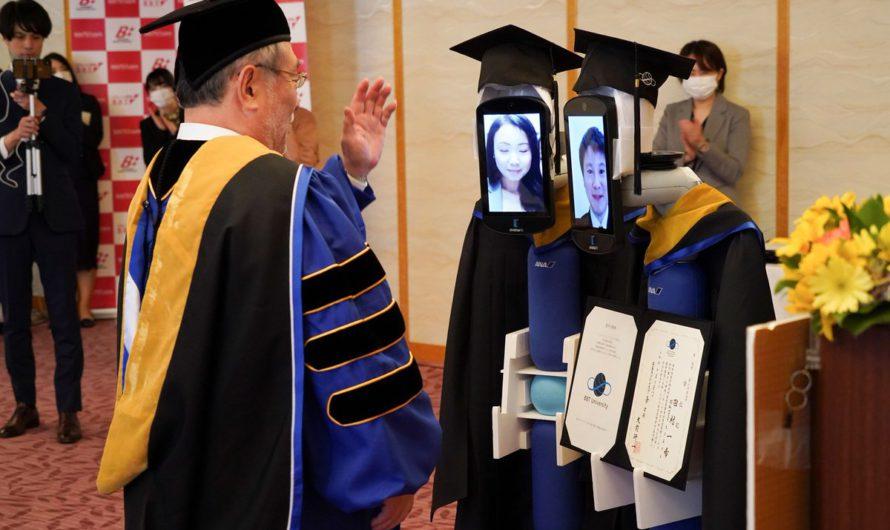 В Японском университете вместо студентов, посещают роботы