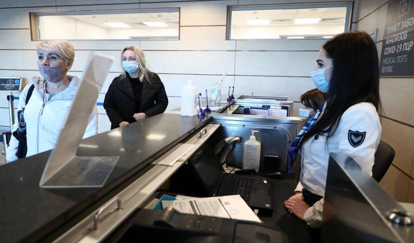 В аэропортах могут появиться коридоры для вакцинированных
