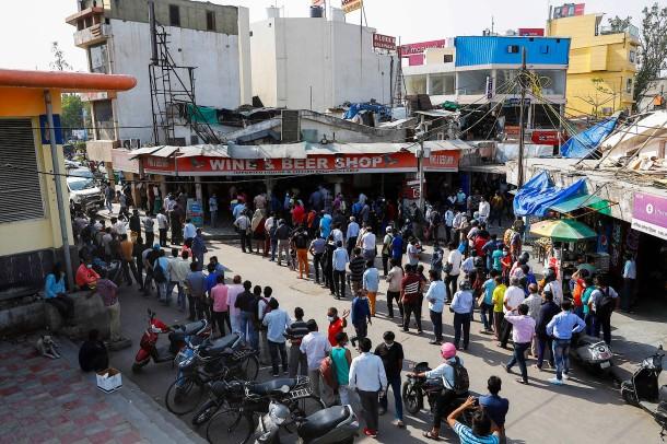 Индия бьет все рекорды — не хватает коек и ИВЛ